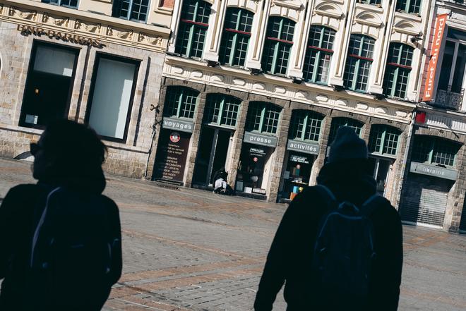 Lille, le jeudi 26 mars 2020.  Malgré le confinement,la maraude poursuit son travail à la rencontre des usagers de drogues.